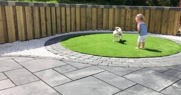 limestine-patio-with-artifitial-grass.jpg